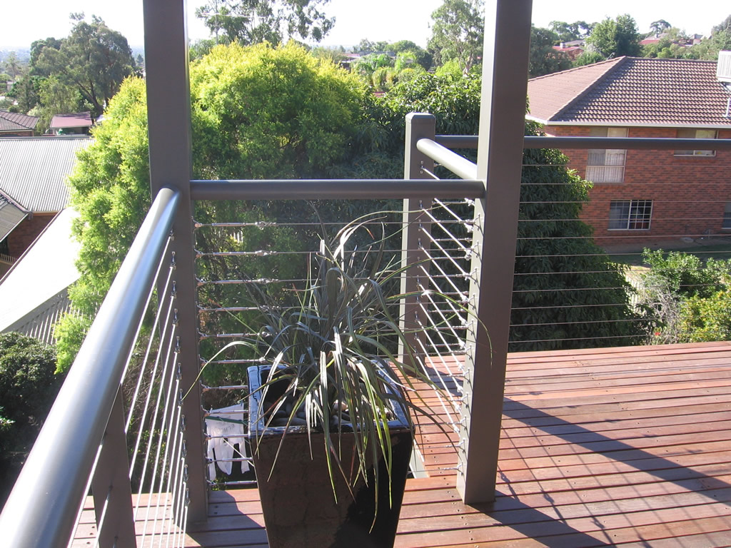cable-balustrade-with-round-top-rail